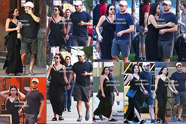 * 02/07/17 :    Lea M. a été vue lorsqu'elle se promenait avec son copain Zandy - dans le quartier de Soho, à New York. Lea est toute belle. Ils sont mignons tous les deux. J'aime bien la robe noire qu'elle porte mais je ne suis pas fans de ses chaussures. Je lui mets un Top.  *