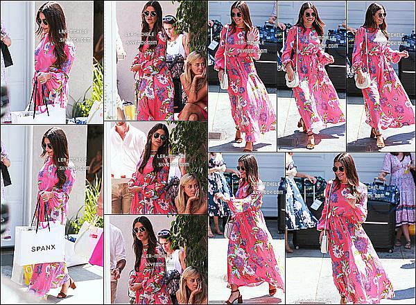 * 12/08/18 :    Lea a été vue lorsqu'elle se rendait à la fête « Instyle Day Of Indulgence », qui avait lieu à Los Angeles. Lea est ravissante et toute souriante. J'aime beaucoup la robe qu'elle porte, elle lui va vraiment à merveille. Ses lunettes de soleil sont superbes. Un Top.  *
