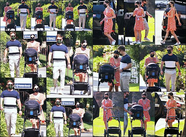 * '•-13/10/20 ─-' Lea Michele a été aperçue alors qu'elle se promenait avec son fils et Zandy, dans le quartier de Brentwood. Lea a été vue une nouvelle fois promenant son fils Ever Leo accompagnée de son mari Zandy. Lea est toute belle. J'adore sa robe. Un Top *