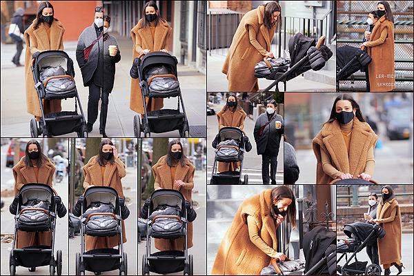 * '•-06/03/21 ─-' Lea a été aperçue lorsqu'elle se promenait avec son fils et sa mère dans les rues de Brooklyn, à New York. Ca fait vraiment plaisir d'avoir des sortie de Lea, ça fait plusieurs mois qu'on en avait pas eu. Lea est toute belle. J'adore sa tenue. Un Top *