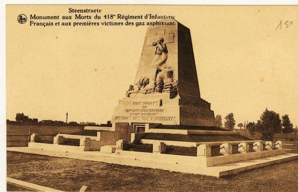 Premier monument de l' attaque aux gaz secteur Steenstraet.
