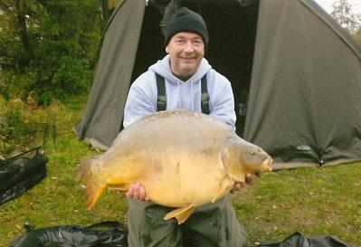 le poisson que je vous montre a etait pris par mon ami freddy en   lac public !!!!