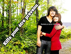 .   24.10.13 : Demi Lovato a été aperçue, toute souriante, arrivant aux studios ABC.  .