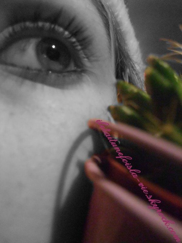 """""""P.S : Et mes yeux dans tes yeux lentement s'empoisonnent..."""""""
