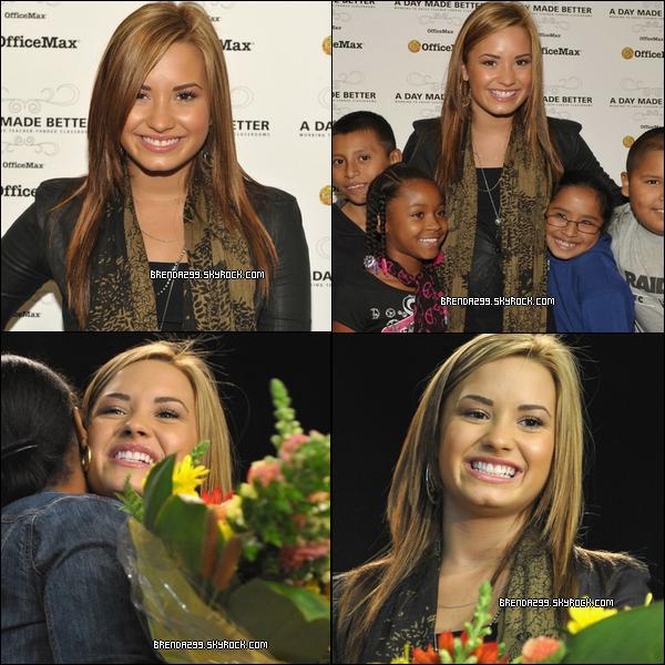 Demi était à une école élémentaire pour la campagne « A Day Made Better » à Los Angeles le 05/10/10