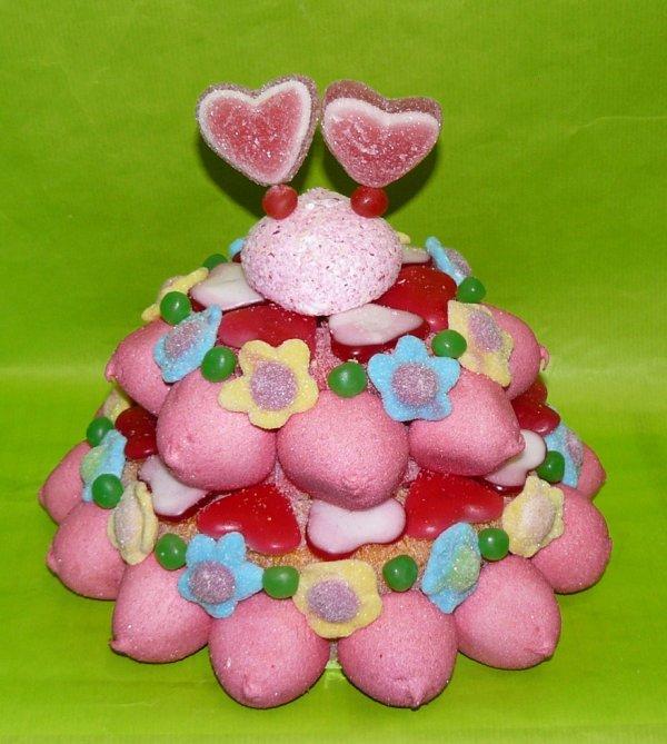 gateau bonbon avec deux petit coeur