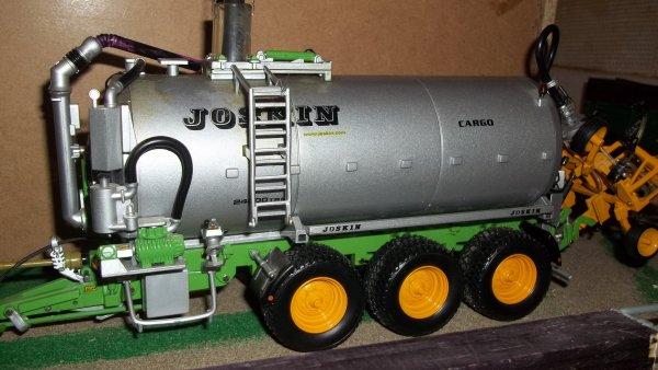 chantier lisier 1er ensemble 8R et joskin cargo