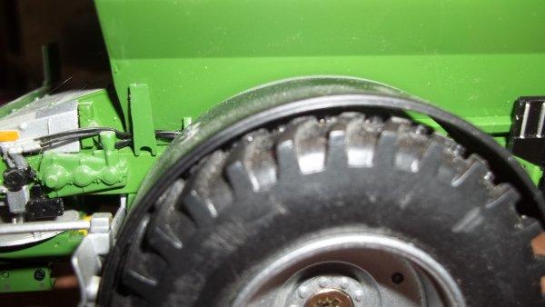 changement de roue sur le semoir