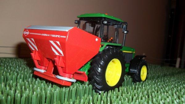 divers tracteurs pour l'engrais