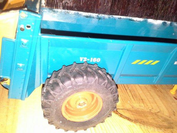 Changement de roues sur l épandeur