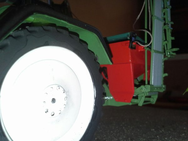 Fendt 818 roues etroites et semoir a chaux