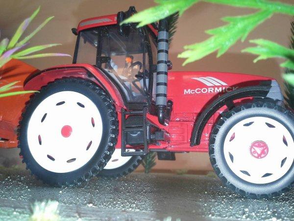 Mc cormick en roues etroites et semoir engrais kuhn