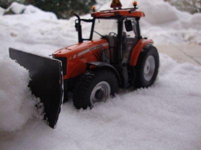 tracteur mf coincé dans la poudreuse !