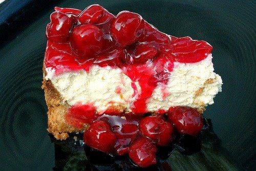 Délicieuse part de gâteau aux cerises