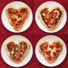 Pizza en forme de coeur garniture tomate, chorizo, origan