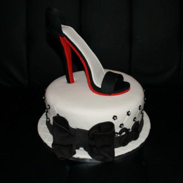 Gâteau Louboutin pâte d'amande