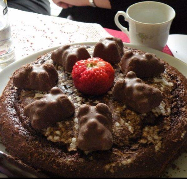 Gâteau chocolat ourson guimauve et fraises