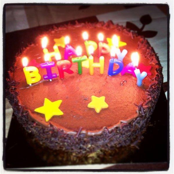 Gâteau d'anniversaire BIRTHDAY chocolat