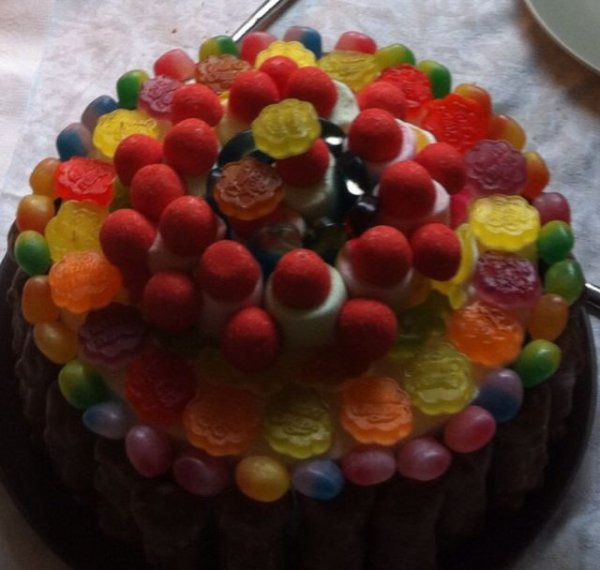 Gâteau de bonbons : fraise tagada, dragibus...