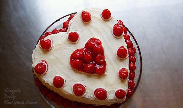Gâteau c½ur à la crème et aux cerises