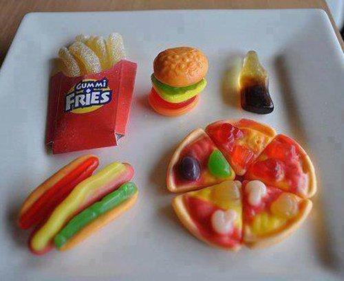 Bonbons en forme d'hamburger, de frites, de pizza, de Coca-Cola, et de hot-dog