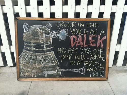 Pancarte de restaurant : Dalek (Doctor who in the Tardis)