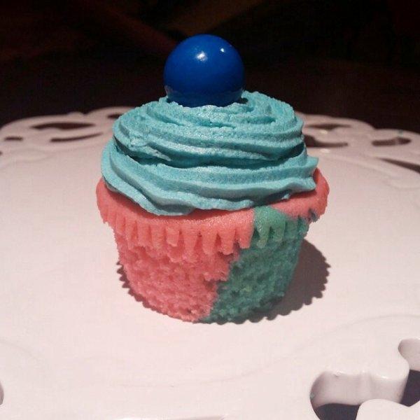 Cupcake pate d'amande rose et nappage bleu