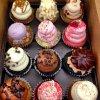 Cupcakes gourmands violette, fraise, chocolat