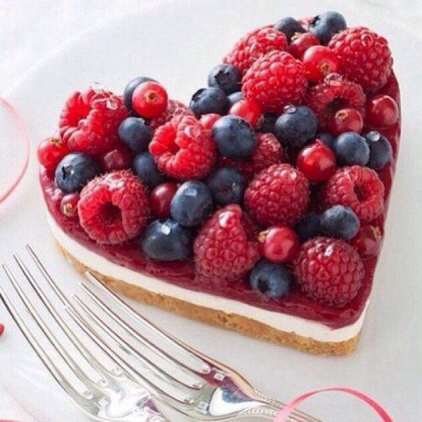 Gâteau de mariage c½ur framboise fraise et cassis