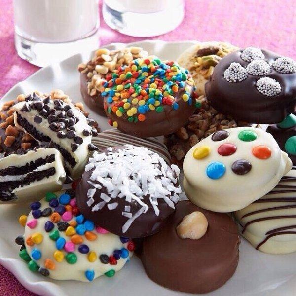 Biscuits aux smarties enrobés de chocolat blanc