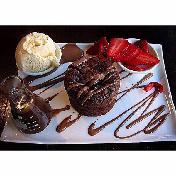 Croquant chocolat glace vanille fraise et dalek au chocolat