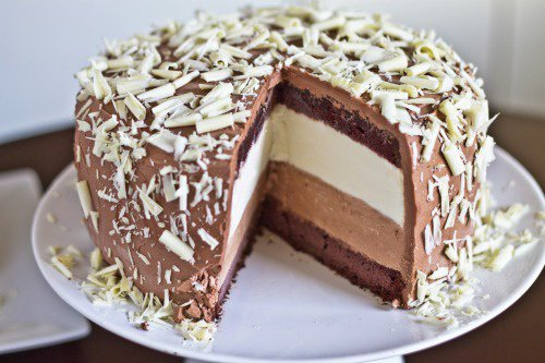 Gâteaux aux amandes, caramel, chocolat, et vanille