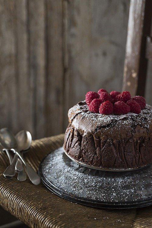 Gâteau fondant au chocolat et aux framboises