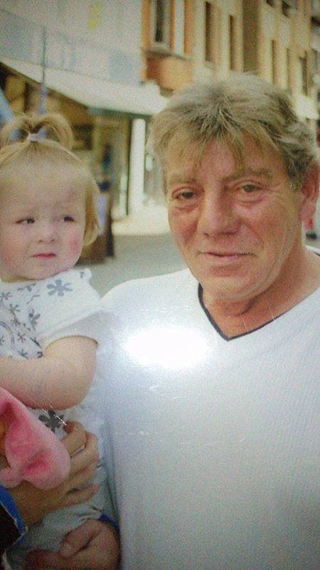 mon grand père et ma petite nièce