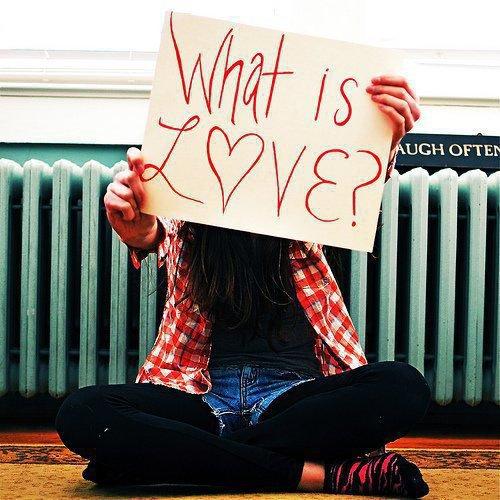 >' On dit quand une fille est amoureuse on le remarque par son sourire et quand un garçon est amoureux et bien on le voit dans ses yeux ♥
