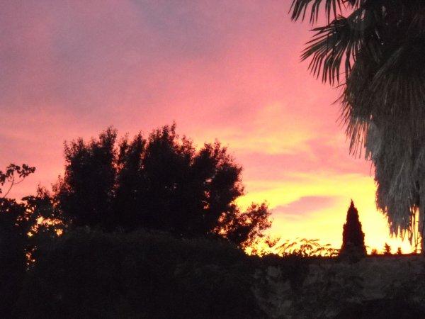 Couché de Soleil; feu dans le ciel.
