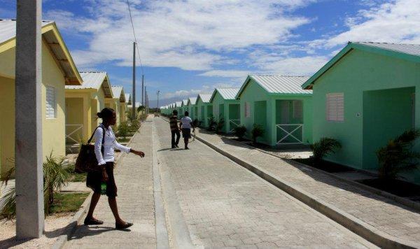Haiti-reconstruction : 400 maisons nouvellement construites, avec des fonds de la BID, ont été allouées à des familles sinistrées du séisme de 2010