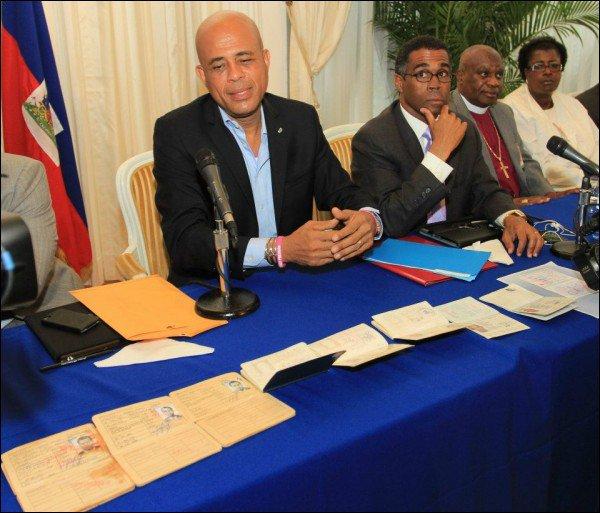 Les passeports de Martelly remis au Sénat