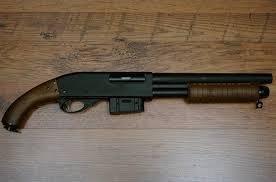 fusil a pompe dans l caleçon