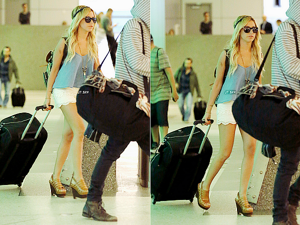 Le 3 Mars: Le couple Cashley arrivant a l'aéroport de LAX en Californie après un séjour à Cabo San Lucas à Mexico[/g.]