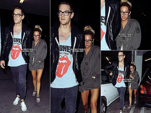 Le 22 Juillet: Ashley et Chris ont fait du shopping à Planet Blue (comme toujours), a Beverly Hills.Ashley ne quitte plus son sac Celine jaune, quand pensez-vous?