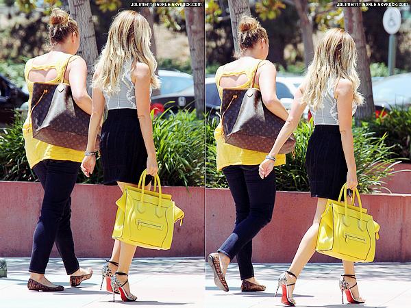 Le 24 Juillet: Ashley se rendant aux bureaux de Blondie Girl Productions à LA.