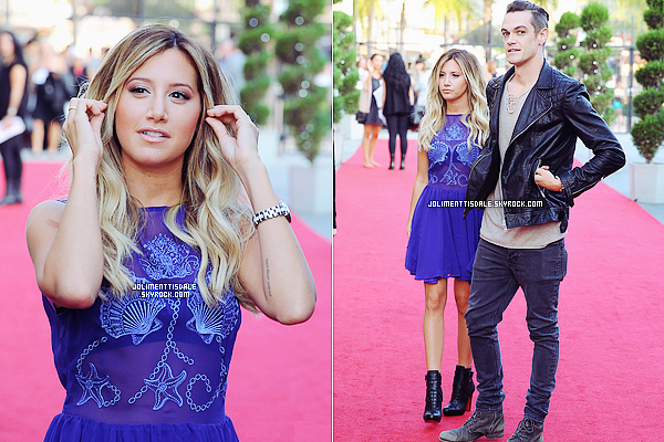 "Le 26 Juillet: Ashley arrivant sur le tapis rouge au ""The Hub Network's 2013 Summer TCA"" à Universal City."