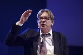 SOCIÉTÉ -  Verhofstadt et Demesmaeker s'affrontent sur le rôle de l'Europe face à l'homophobie