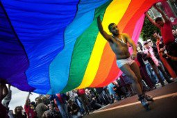 BRUXELLES - L'eau du Manneken Pis changée en kriek pour lancer le Pride Festival Brussels