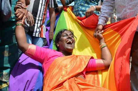 Inde: un an après la dépénalisation de l'homosexualité, le combat continue pour les LGBT+