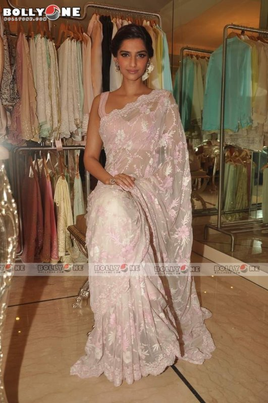 Sonam Kapoor Sizzles at Shehlaa store launch