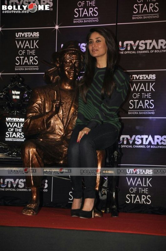 Kareena Unveil Utustars Walk Of The Stars