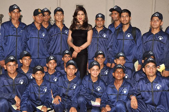 Priyanka Chopra and others meet army jawans