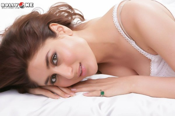 Kareena Kapoor New Sizzling Hot Photoshoot